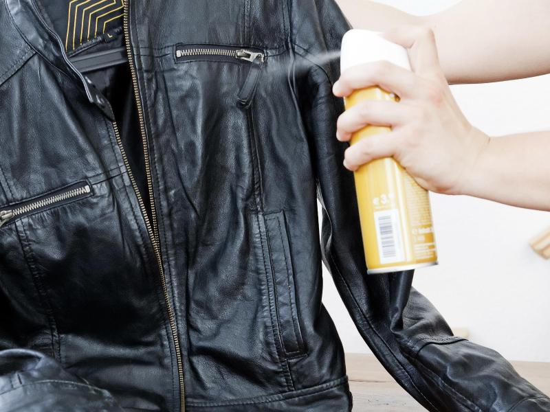 Bild zu Behandlung mit Lederpflege-Öl