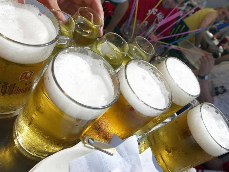 Bild zu Achtung beim Alkoholkonsum