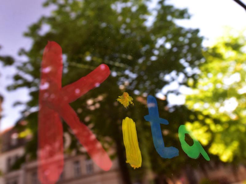 Bild zu Fensterscheibe einer Kita