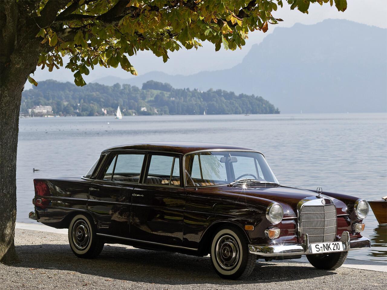 Bild zu Mercedes-Benz W110