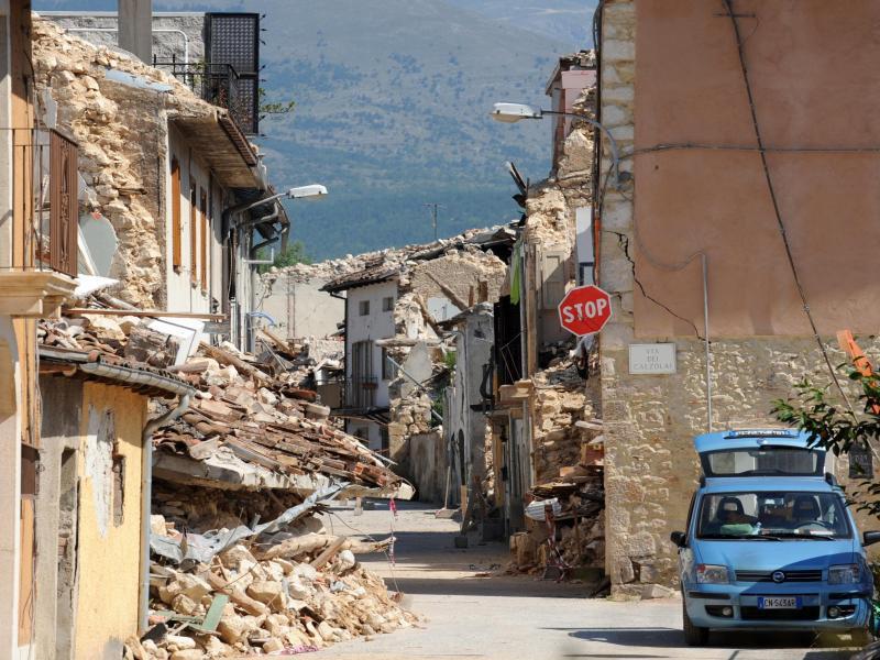 Bild zu Zerstörte Häuser in Onna nach dem Abruzzen-Erdbeben