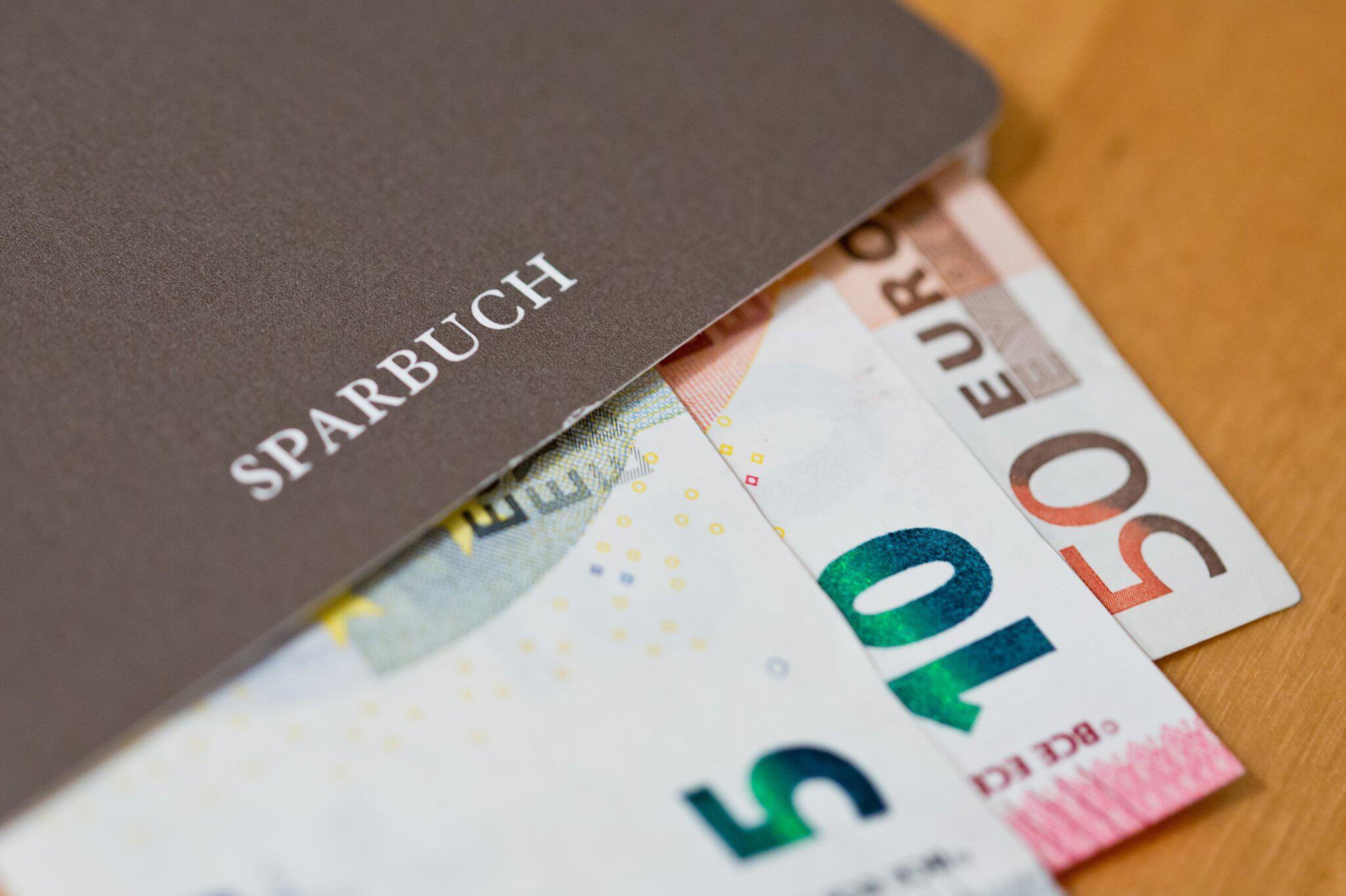 Bild zu Mehrere Kreditinstitute führen Strafzinsen ein