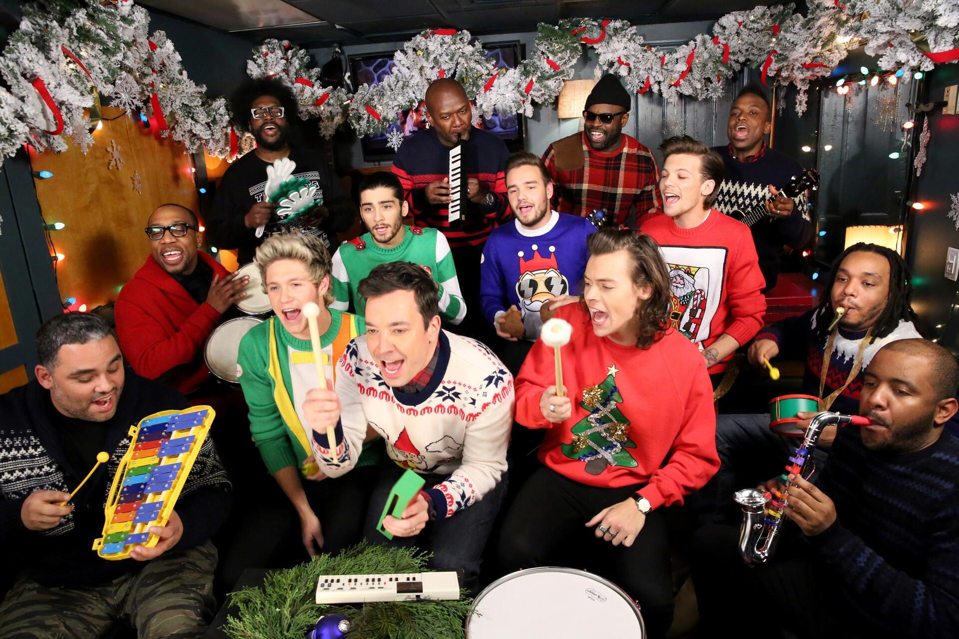 Bild zu One Direction, Weihnachten, Ugly Sweater, Niall Horan, Zayn Malik, Harry Styles
