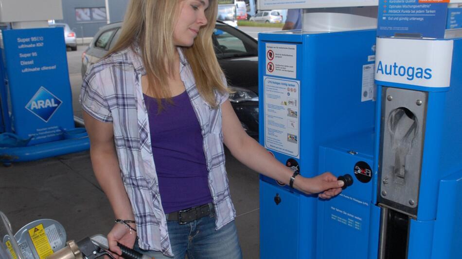 Die Umrüstung auf Autogas kostet, rechnet sich aber bald wieder