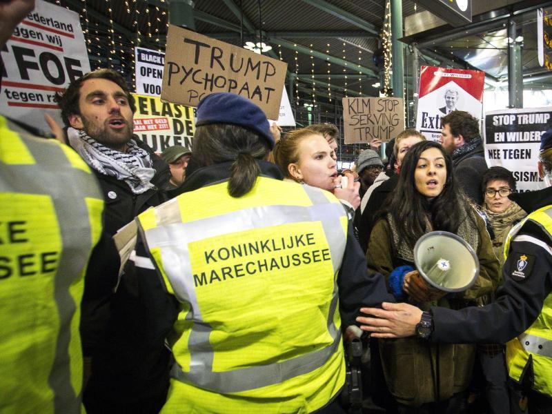 Bild zu Proteste in Amsterdam