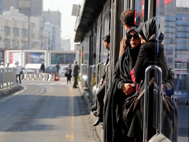 Bild zu Bushaltestelle in Teheran
