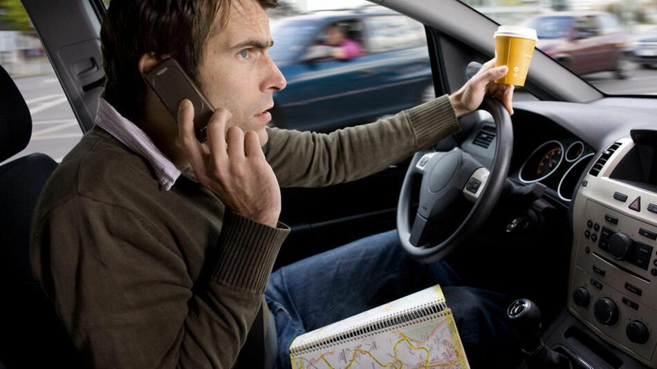 Wer im Ausland einen Verkehrsverstoß begeht, muss auch hierzulande zahlen