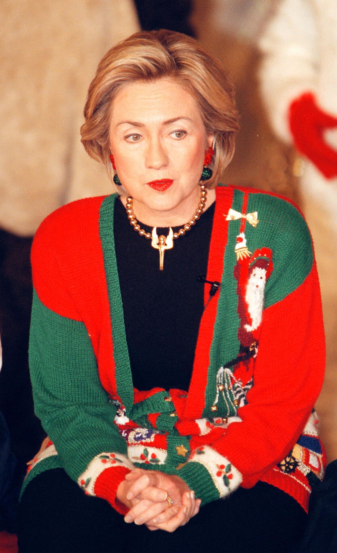 Bild zu Hillary Clinton, Weihnachten, Ugly Sweater