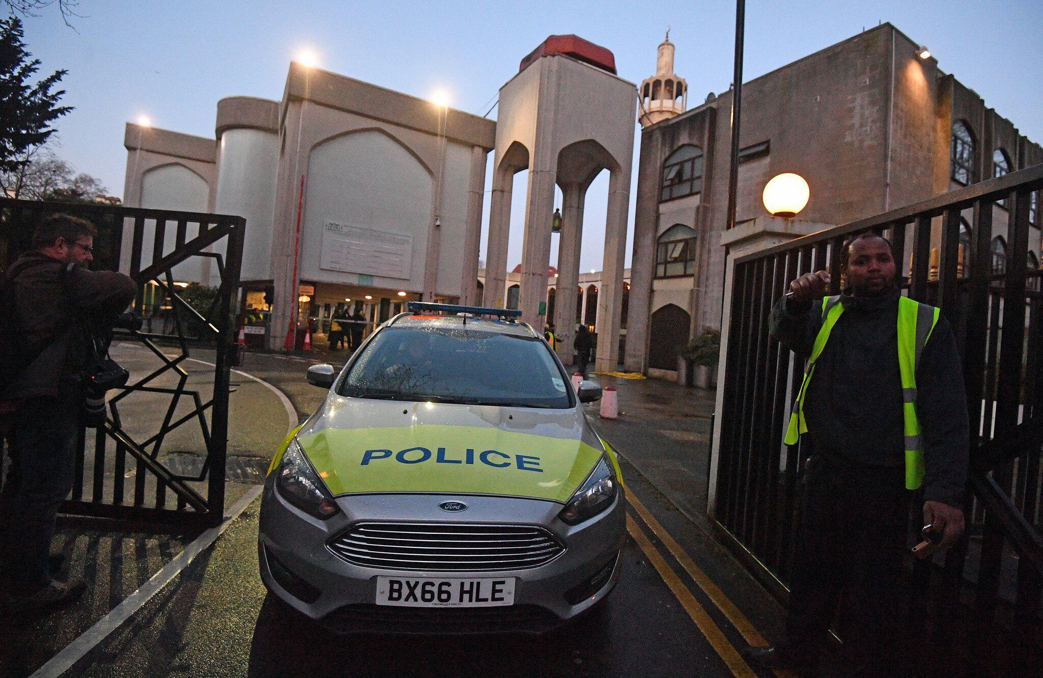 Bild zu Mann in Londoner Moschee niedergestochen