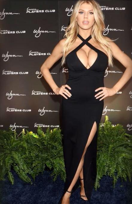 Bild zu Charlotte McKinney beerbt Pamela Anderson