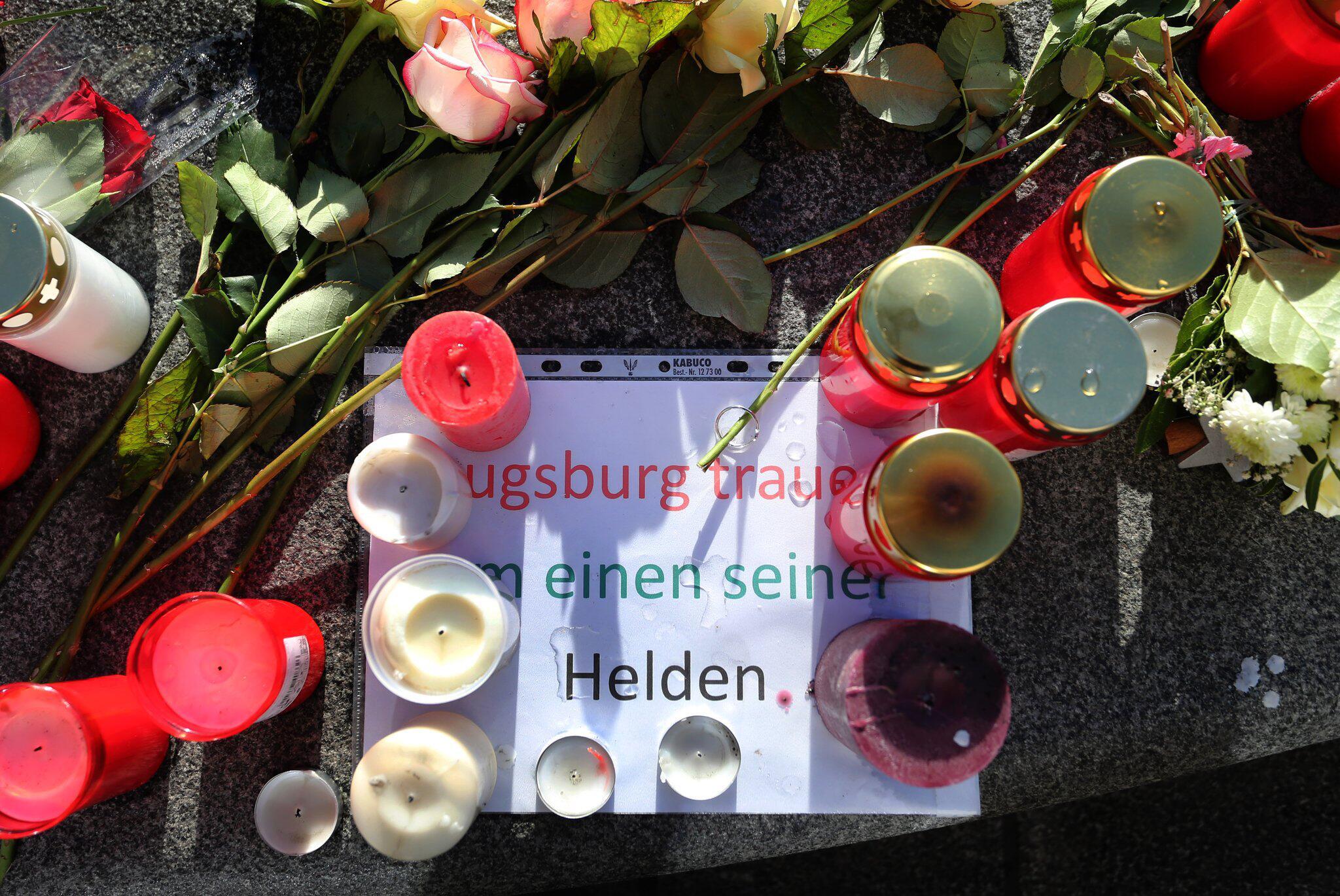 Bild zu Trauer am Königsplatz in Augsburg