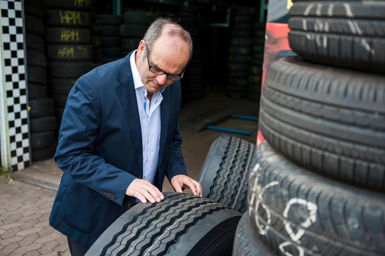 Bild zu Neben Profiltiefe kommt es bei Reifen auch auf das Alter an, ob sie noch sicher sind.