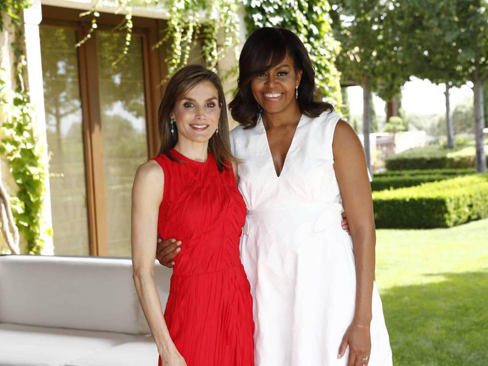 Bild zu Letizia von Spanien und Michelle Obama verstehen sind befreundet