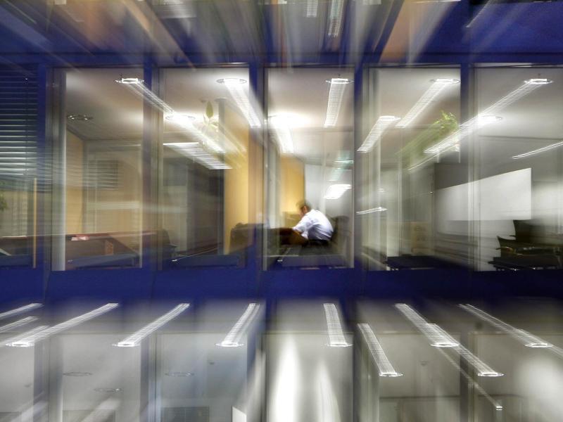 Bild zu Mitarbeiter sitzt im Büro