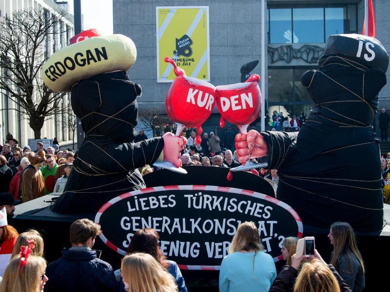 Bild zu Nachgeholter Rosenmontagszug Düsseldorf