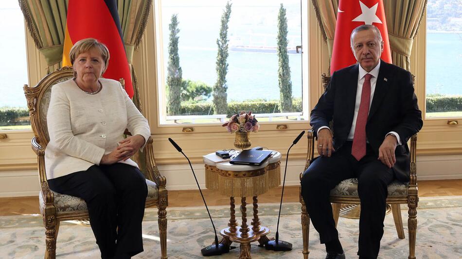 Vor Syrien-Gipfel - Merkel trifft Erdogan