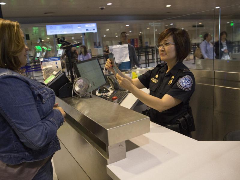 Bild zu Kontrolle am Flughafen