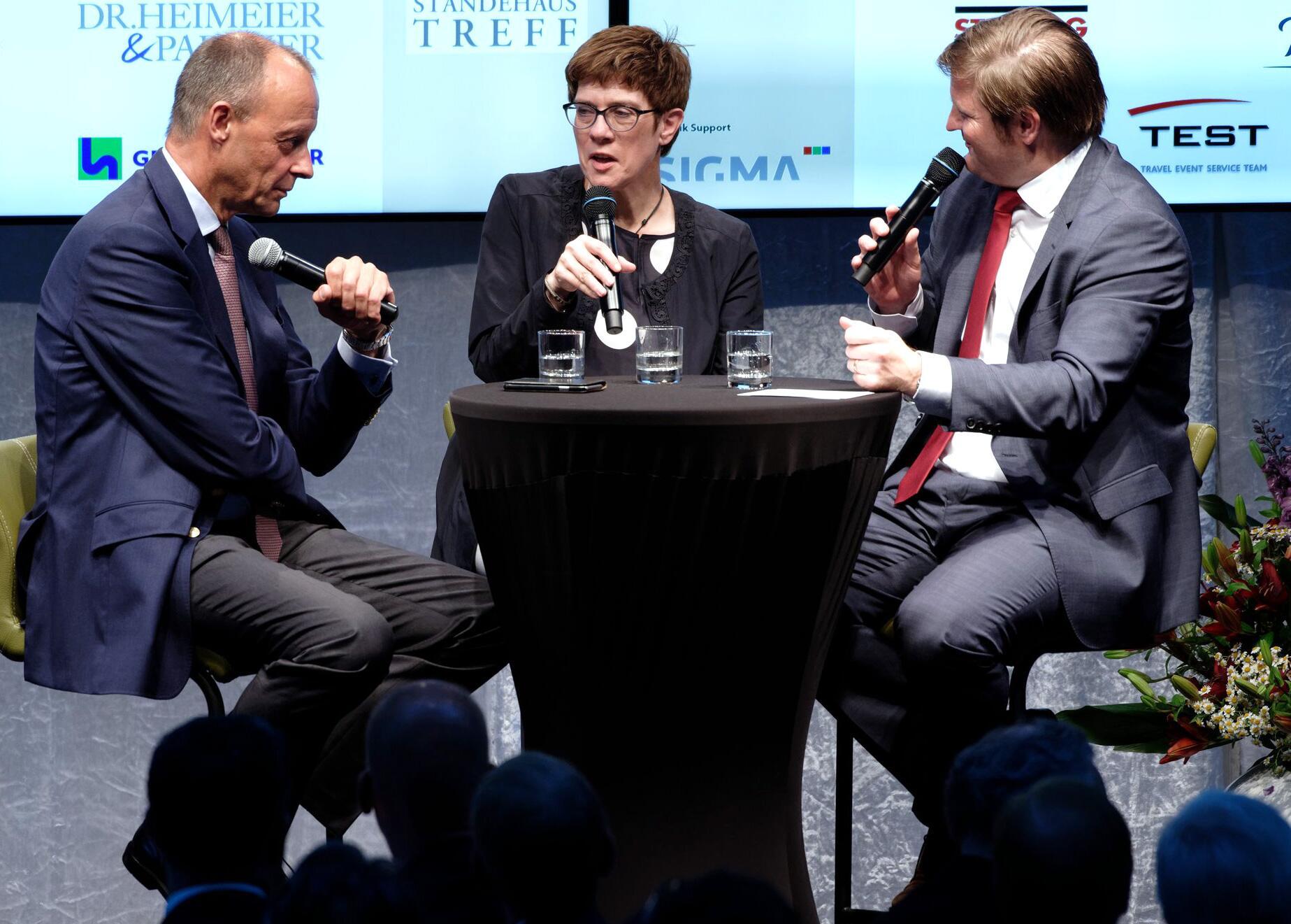 Bild zu CDU leader Annegret Kramp-Karrrenbauer at the Ständehausreff der
