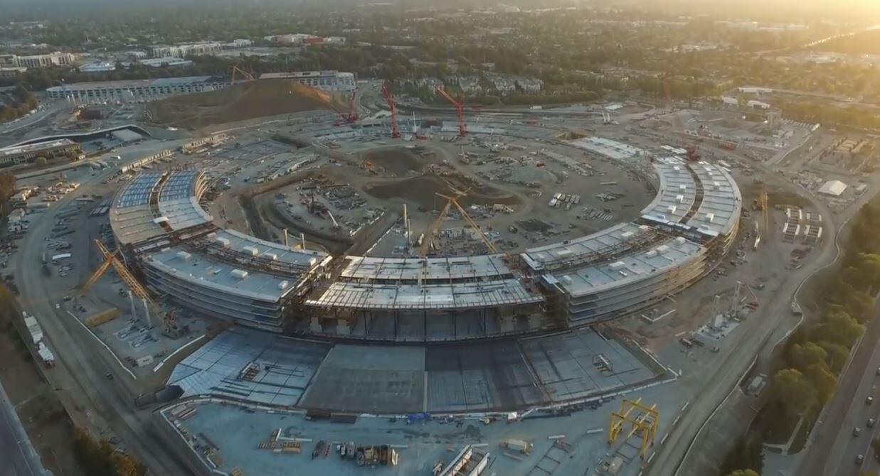 Bild zu Blick auf Apples gigantische Ufo-Büro-Baustelle