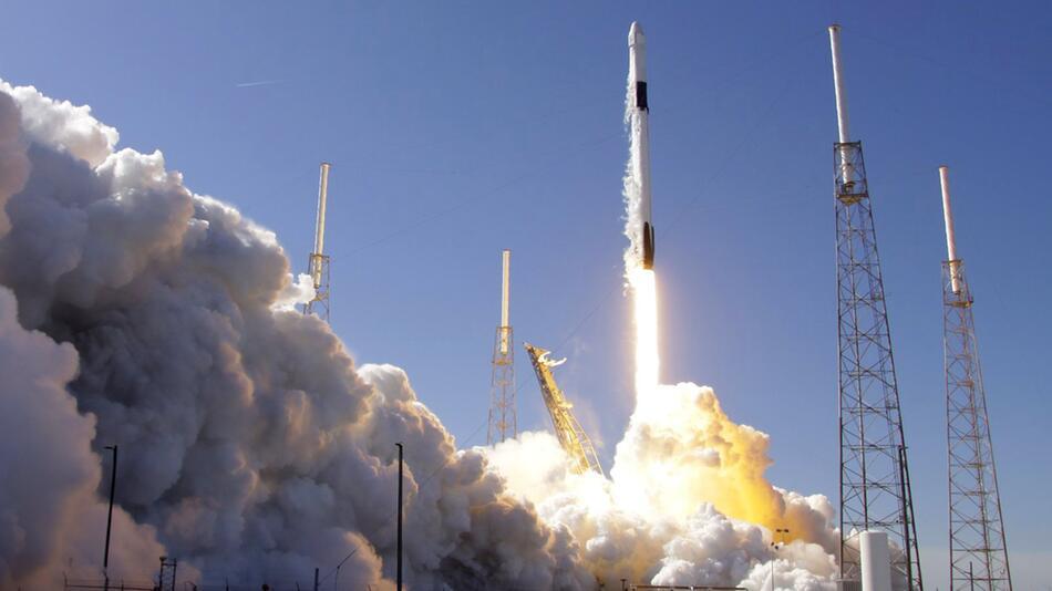 Falcon 9 SpaceX-Rakete startet zur ISS