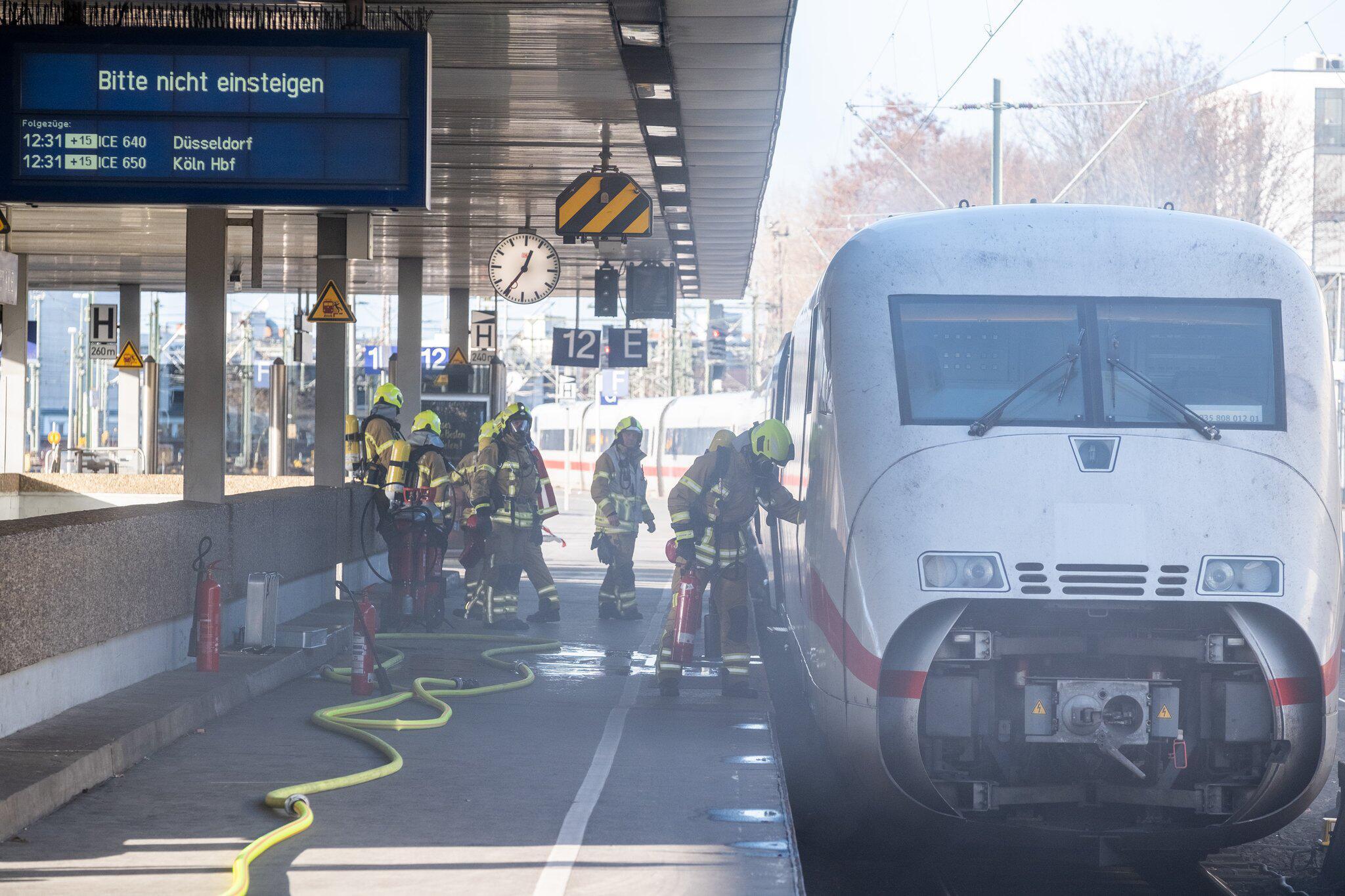Bild zu Brand ICE Zug im Hauptbahnhof Hannover