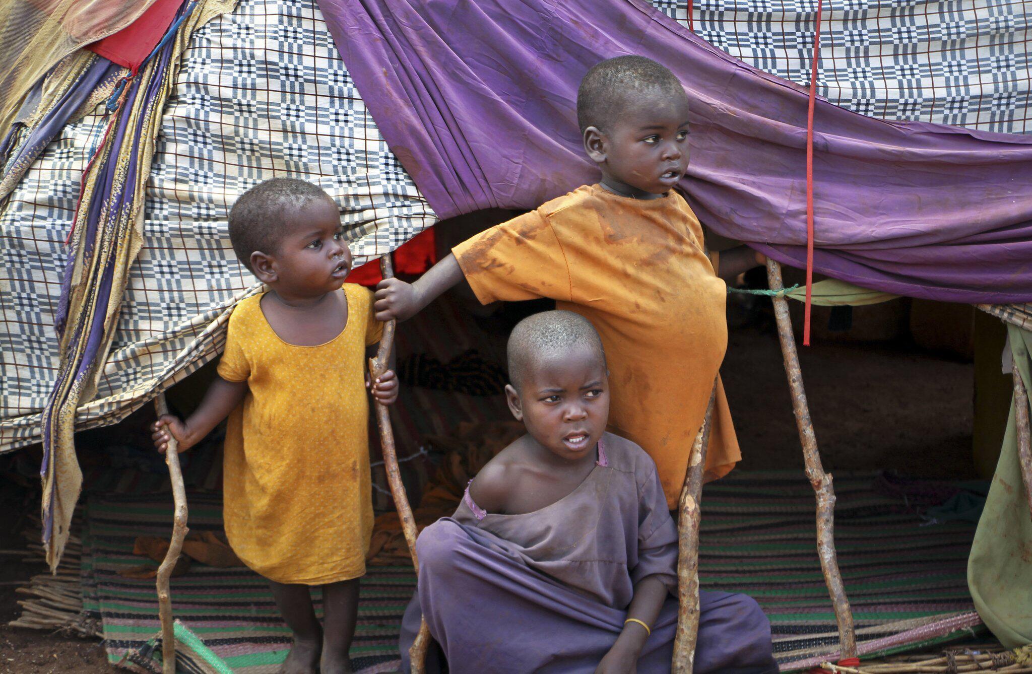Bild zu Armut, Klimawandel und Kommerz bedrohen Kinder weltweit
