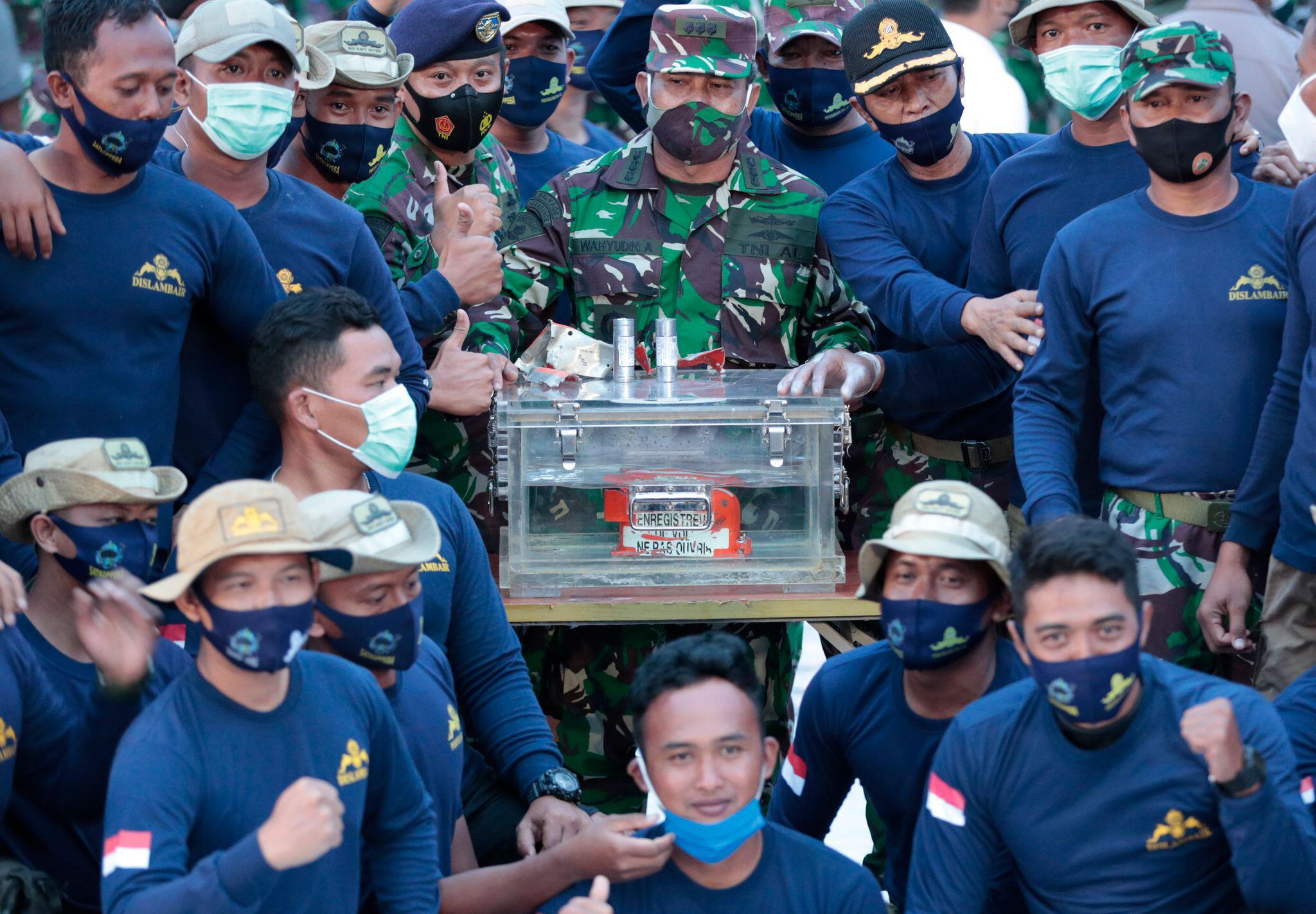 Bild zu Nach Flugzeugabsturz in Indonesien