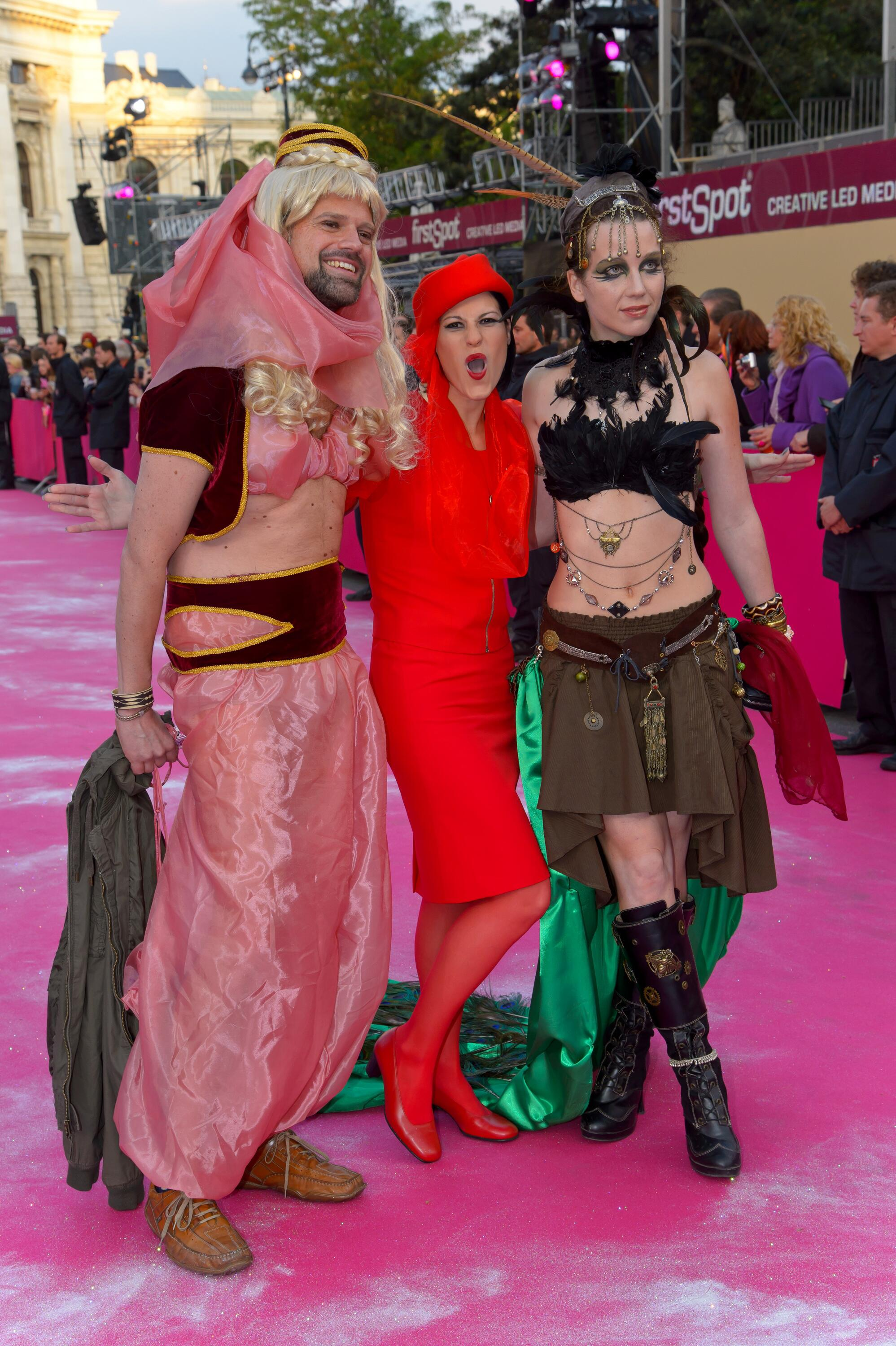 Bild zu Life Ball Red Carpet