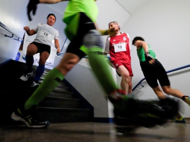 Bild zu Weltmeisterschaft im Treppenhausmarathon