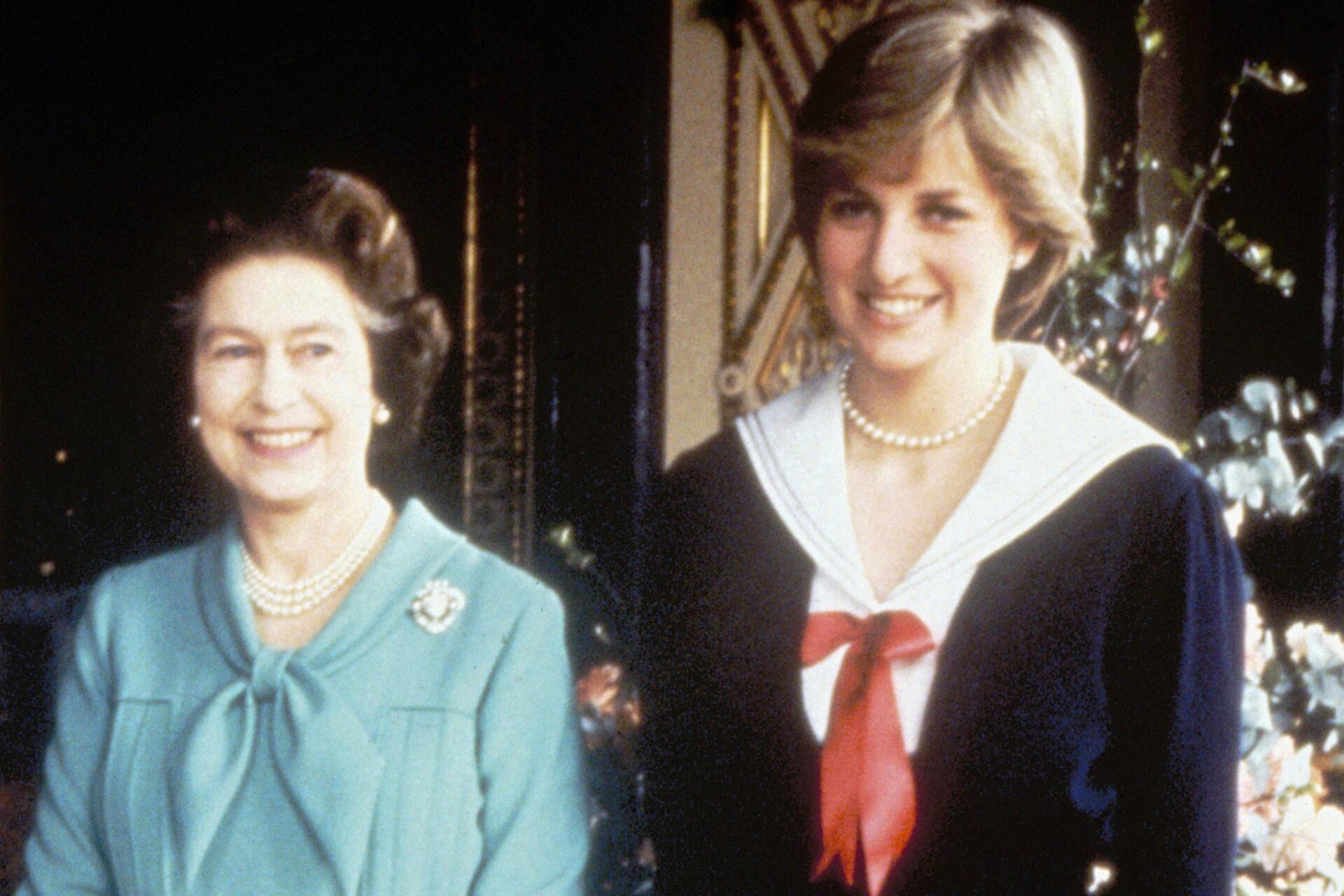 Bild zu Queen Elizabeth II, Lady Di, Buckingham Palace
