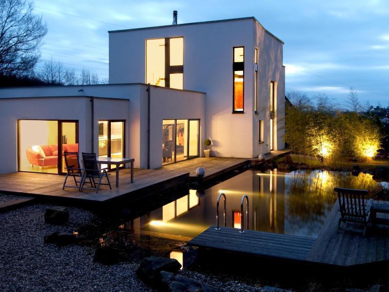 im richtigen licht tipps f r die gartenbeleuchtung web de. Black Bedroom Furniture Sets. Home Design Ideas