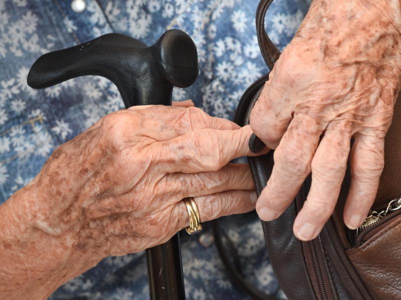 Bild zu 100-jährige Frau