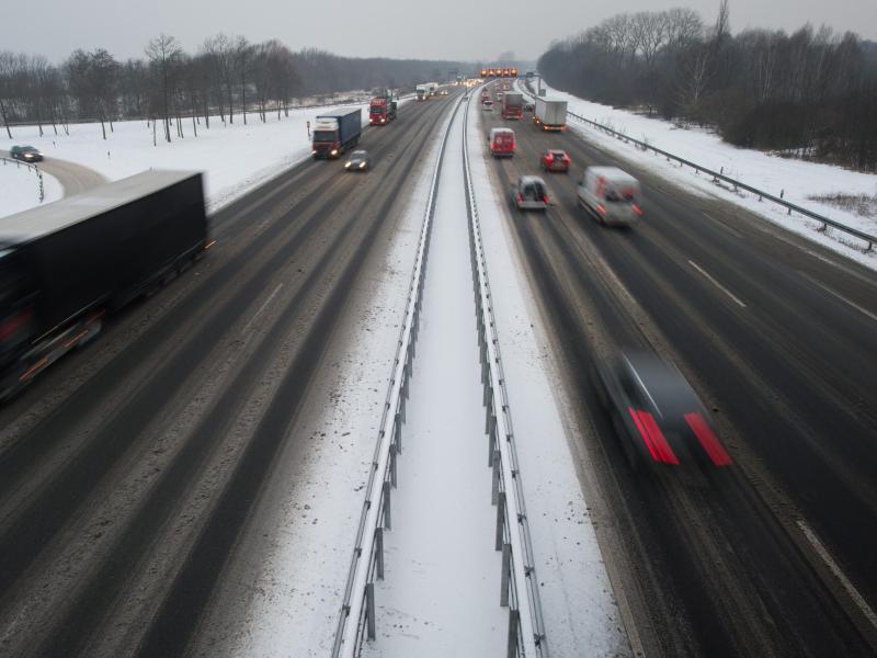 Bild zu Schneefall auf der Autobahn