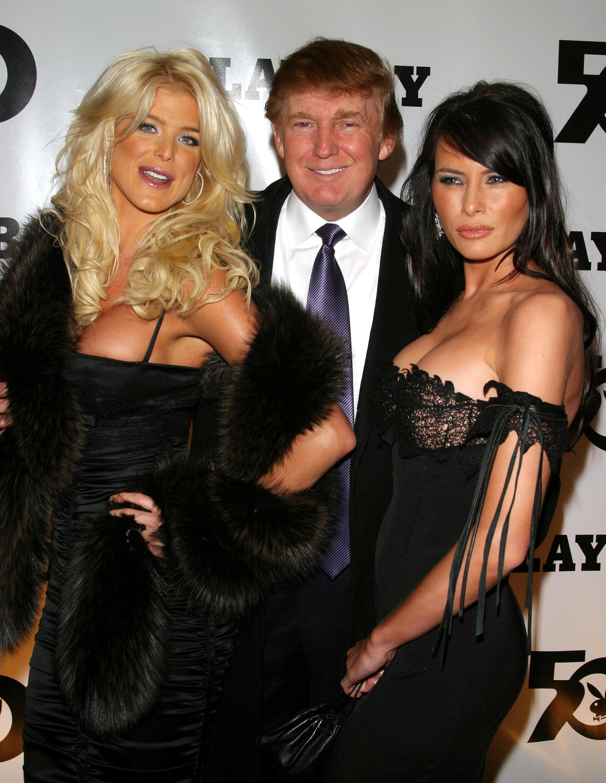 Bild zu Victoria Silvstedt, Donald Trump, Melania Knauss, 2003, Playboy 50. Geburtstag