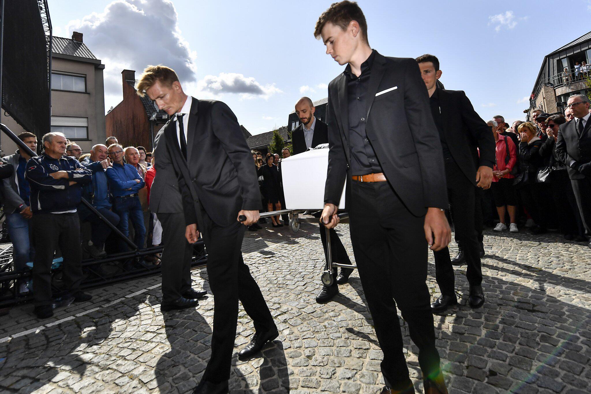 Bild zu Beerdigung des Radrennfahrers Lambrecht in Belgien