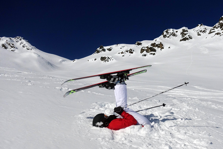 Bild zu Frau beim Skifahren
