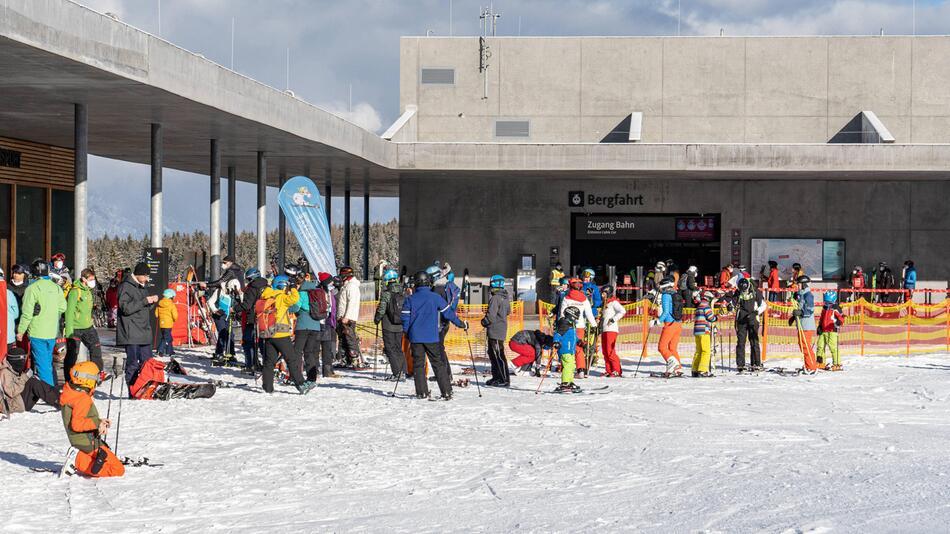 Talstation Patscherkofelbahn in Tirol war am zweiten Weihnachtsfeiertag voll.