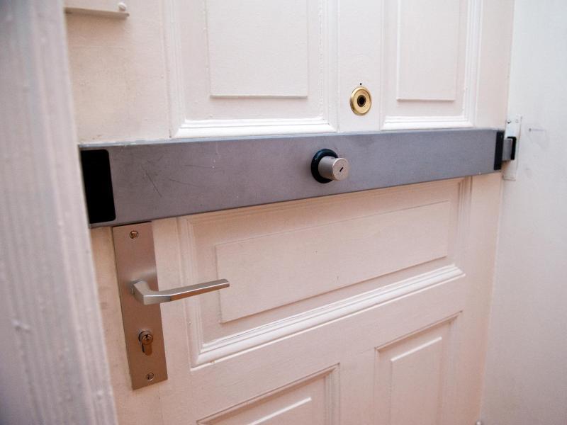 Bild zu Querriegelschloss für die Tür