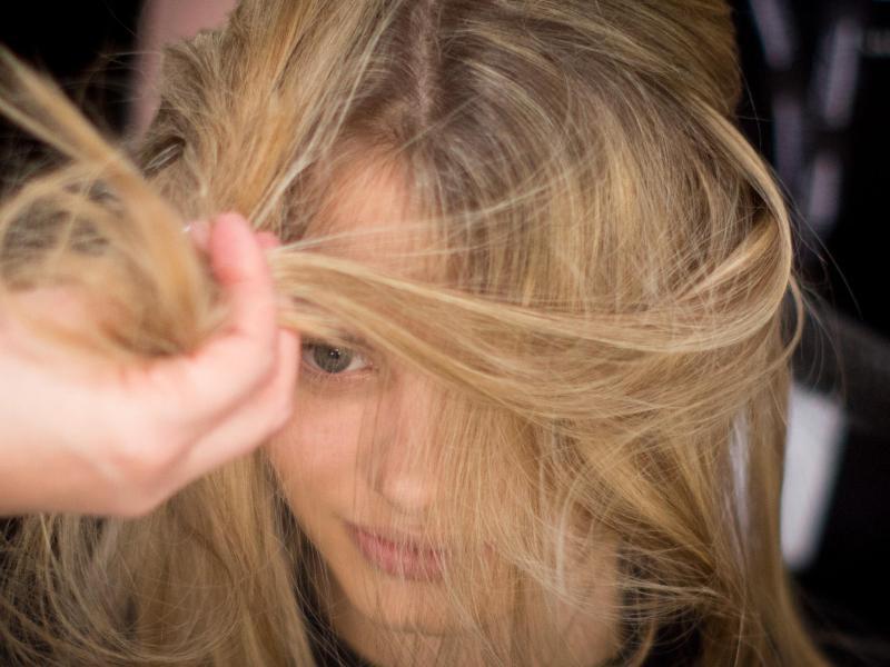 Bild zu Haare stylen
