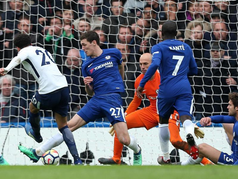 Bild zu Chelseas Verteidigung machtlos