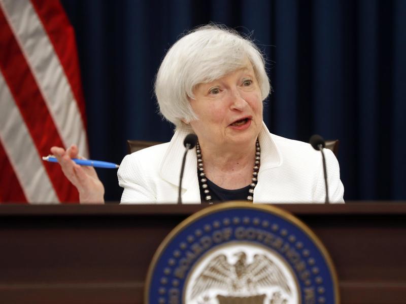 Vor wenigen Tagen hat die amerikanische Notenbank (Fed) den Leitzins wieder ein kleines Stück angehoben. In der Woche zuvor hat die Europäische Zentralbank (EZB) angedeutet, dass sie ab Anfang nächsten Jahres aus der Politik des ultrabilligen Geldes aussteigen könnte.