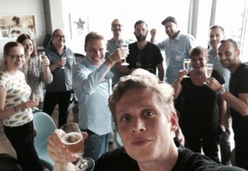 Bild zu Matthias Schweighöfer und seine Crew hat Grund zum Feiern