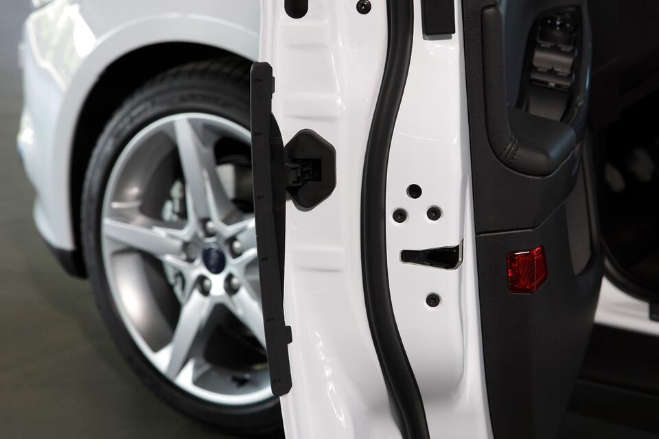 Sehr Gummipflege fürs Auto beugt zugefrorenen Türen vor | WEB.DE KR05