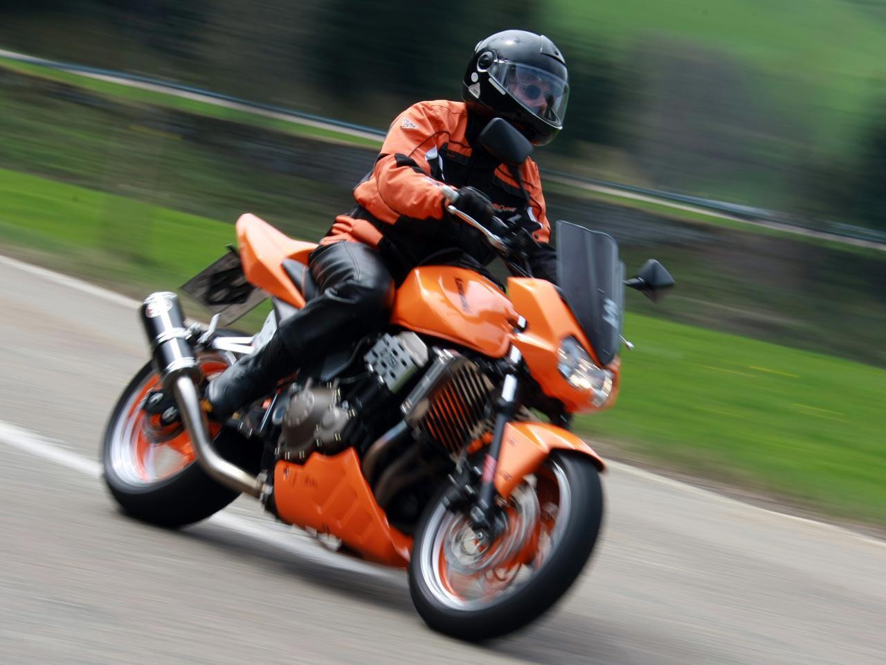 Bild zu Das Motorrad aus dem Winterschlaf holen