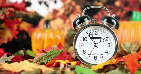Stellt man die Uhr bei der Zeitumstellung nun vor oder doch zurück?