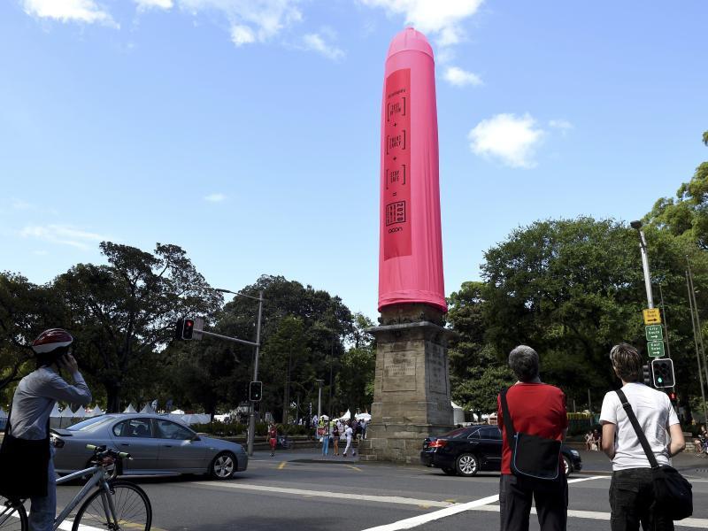 Bild zu Riesenkondom in Sydney