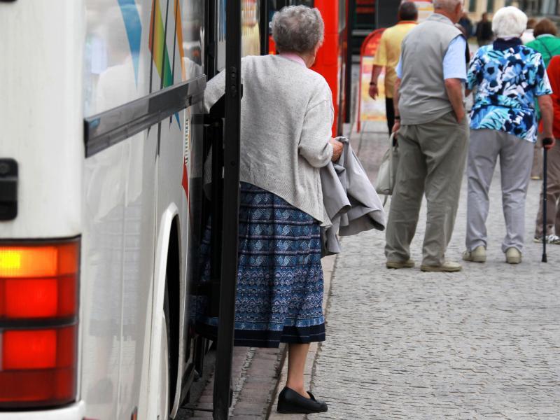 Bild zu Senioren bei Busreise
