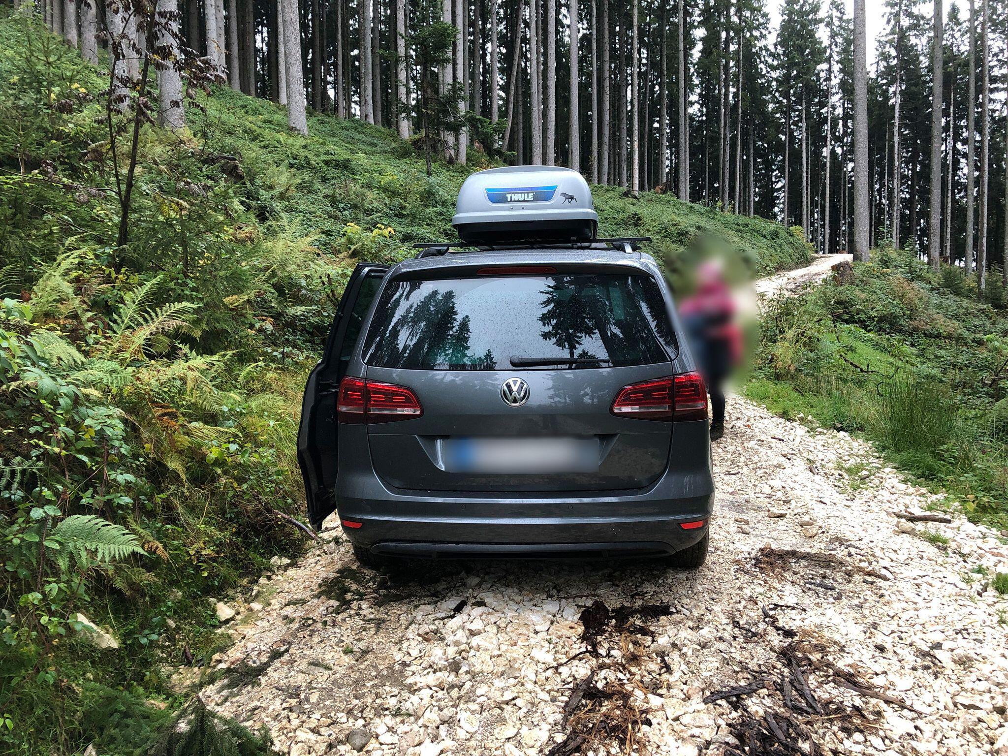 Bild zu Mit dem Auto auf die Alm - Urlauber von Bergwacht gerettet