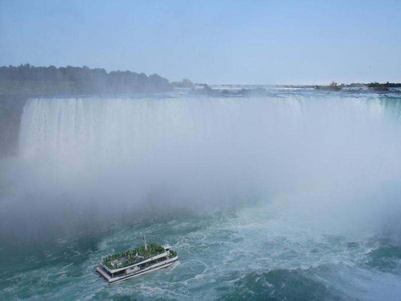Bild zu Ausflugsboot am Niagara-Fall