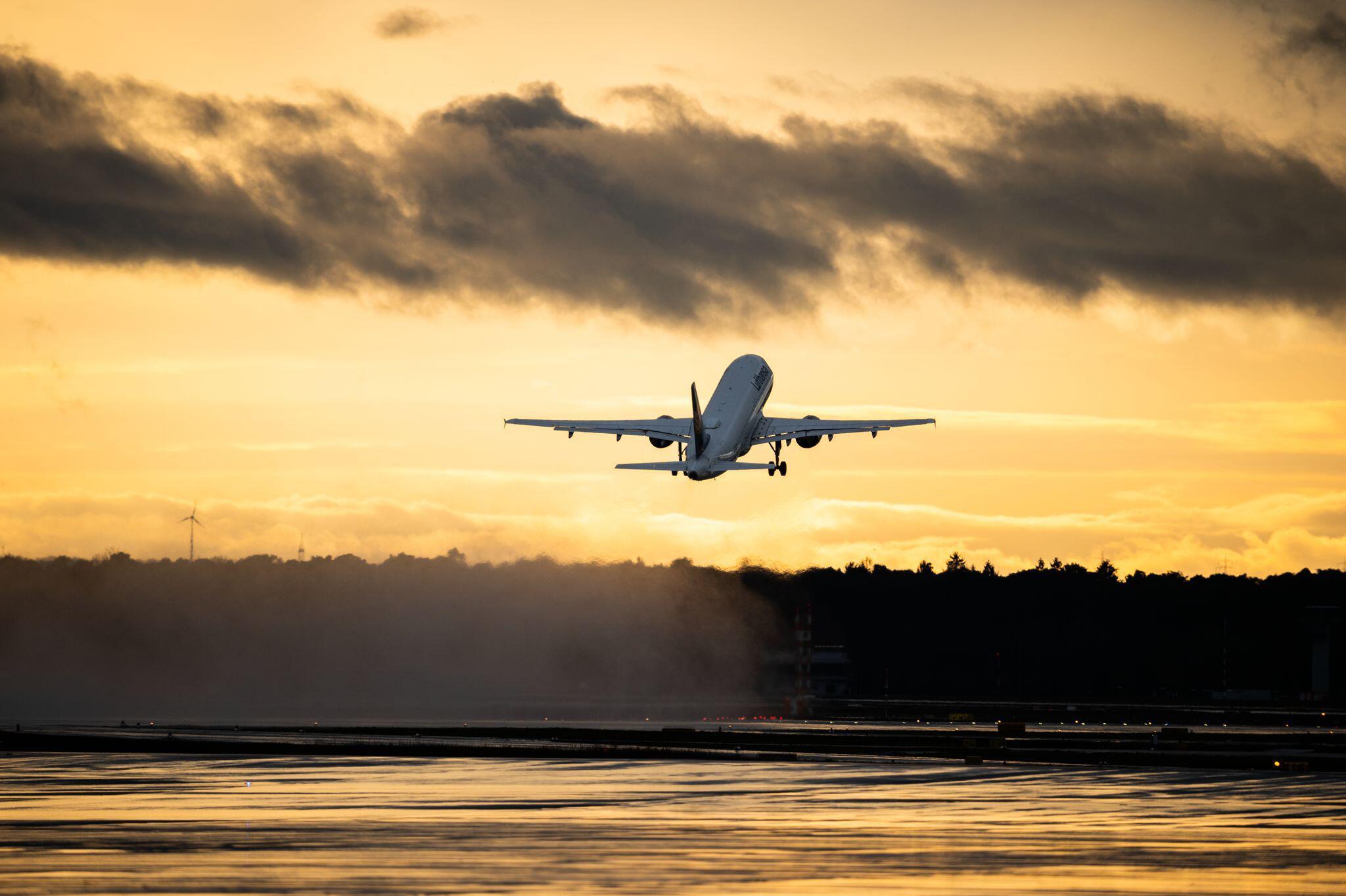 Bild zu Reisewarnung für mehr als 160 Länder verlängert